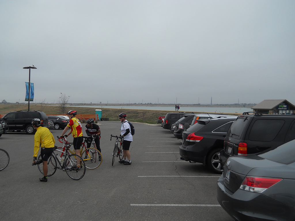 Gathering before the start at unscenic Lake Pflugerville.